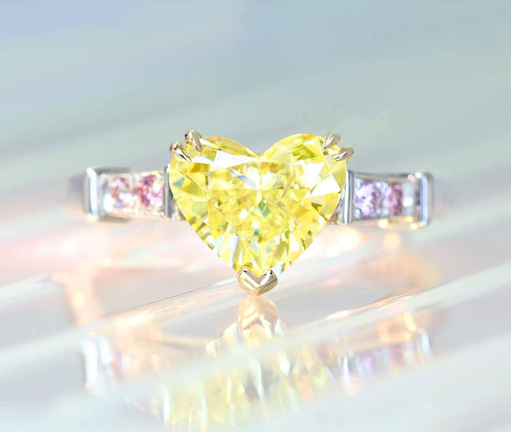 【HANDMADE】PT950/K18 ハートシェイプイエローダイヤモンド 1.71ct FANCY YELLOW リング ピンクダイヤモンドメレ 0.078ct〔GIA〕