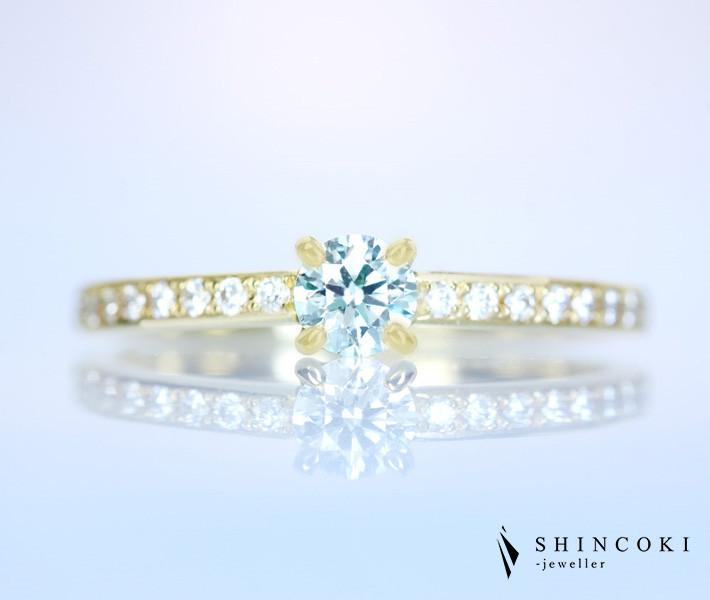 【新作HANDMADE】K18 天然ブルーグリーンダイヤモンド 0.226ct FAINT BLUE GREEN SI-2 H&C ダイヤモンド 0.129ct リング[CGL]
