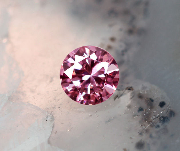 《CLOSING MOUNTAIN MUSEUM》【PINKDIAMOND Lot.20】ピンクダイヤモンド 0.050ct FANCY INTENSE PINK SI-2 ルース ラウンドシェイプ《PINKDIAMOND》